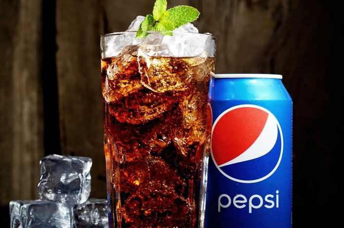 Pepsi in a glass filled with ice and Pepsi Can I iTMunch
