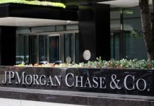 JP Morgan Chase & CO written on a wall I iTMunch
