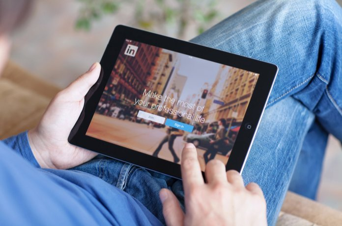 Linkedin launches carousel ads to customise B2B marketing | iTMunch