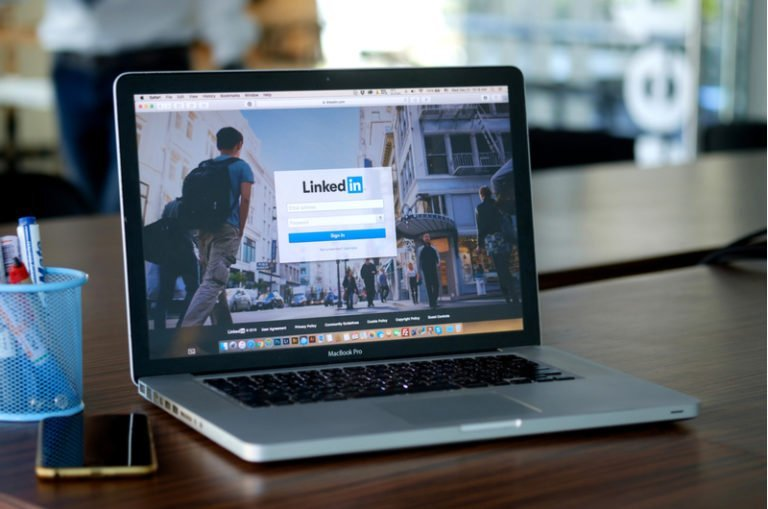 Linkedin's Carousel Ads to 'Humanize' B2B Marketing
