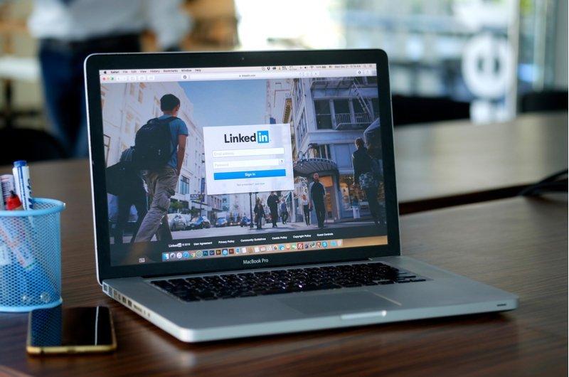 According to the latest marketing news, Linkedin's Carousel Ads yo 'Humanize' B2B Marketing