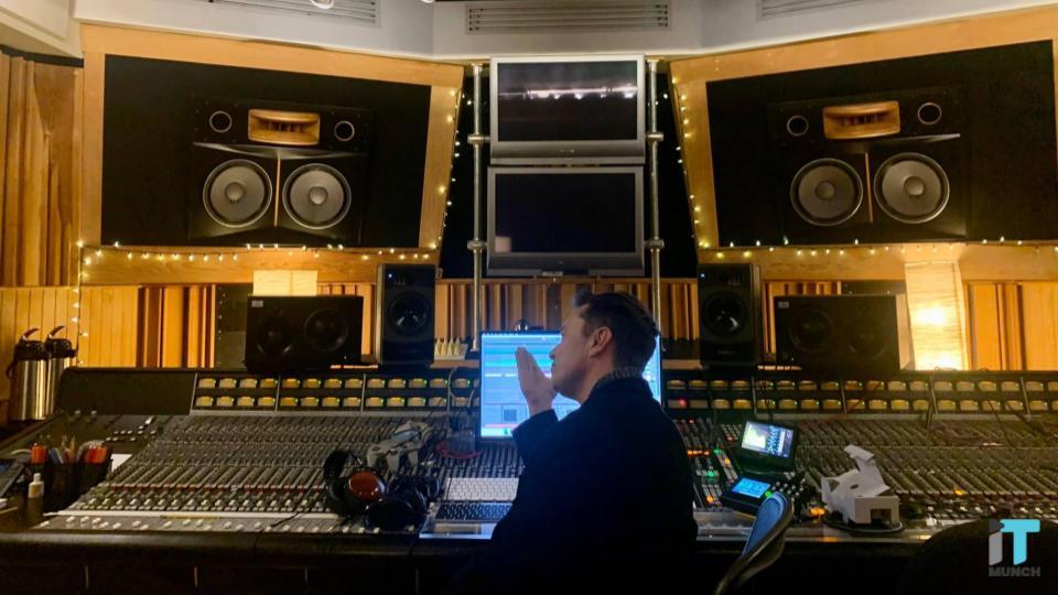 Elon Musk in music studio | iTMunch