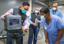 Instructor explaining GM ventilators functioning to nurse I iTMunch