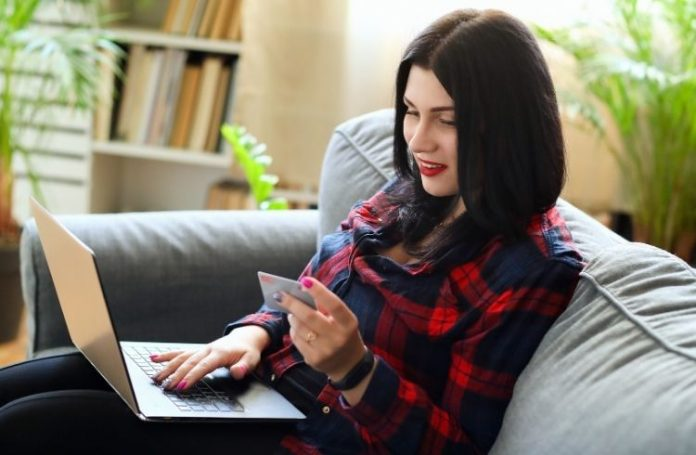 woman online shopping | iTMunch