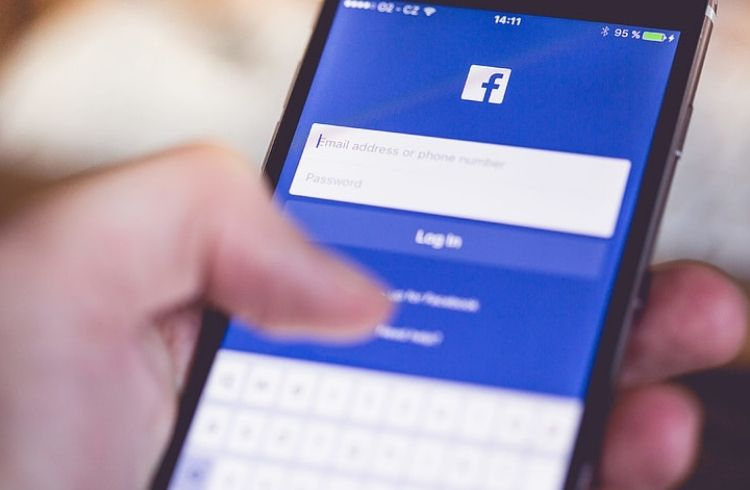 Facebook login on phone   iTMunch