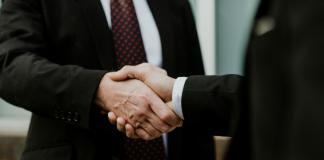 two men handshake | iTMunch