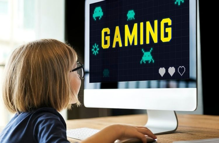 kid playing gaming | iTMunch