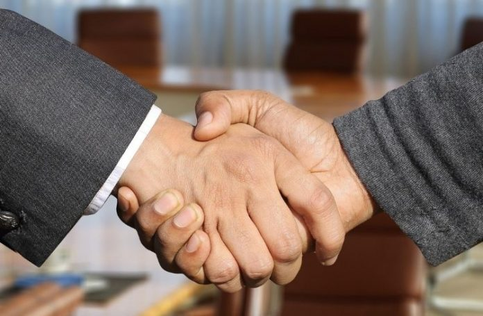 handshake between professionals | iTMunch