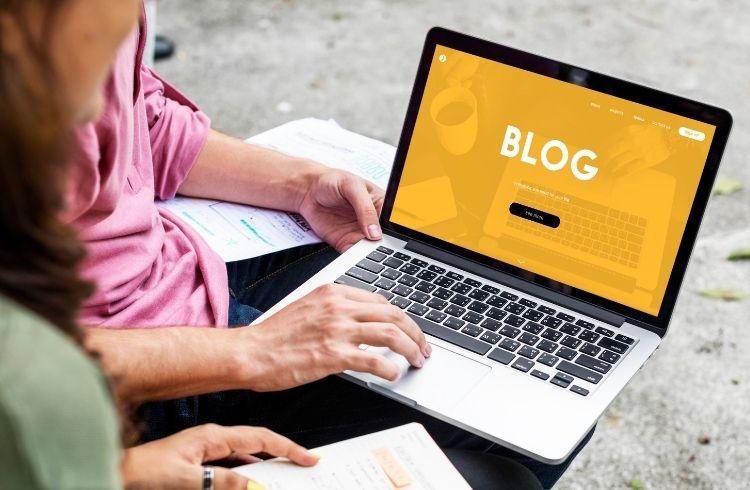 Blog on laptop   iTMunch