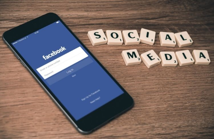 Facebook login on smartphone | iTMunch